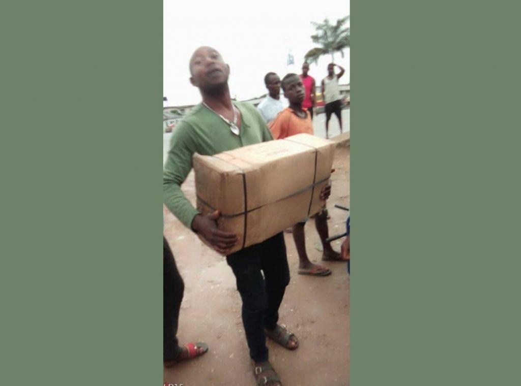 Werkzeug-Container in Nigeria angekommen